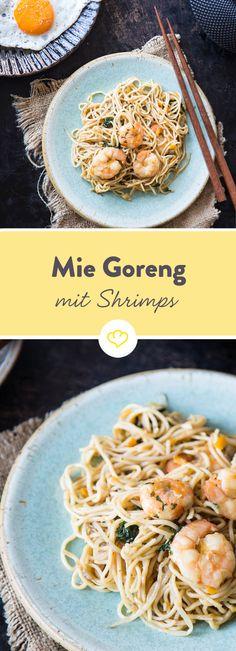 Chinesische Eiernudeln, buntes Gemüse, saftige Shrimps in würziger Sauce und ein krosses Spiegelei on top - das ist das indonesische Mie Goreng aus dem Wok.
