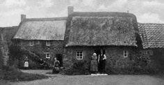 Tour Scotland Photographs: Old Photograph Thatched Cottages Freuchie Fife Scotland