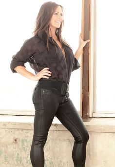 Sara Evans on the 'Complete Creative Freedom' of Upcoming Female-Driven Album Words Dallas Mavericks, Country Female Singers, Country Artists, Caroline Jones, New Music Albums, Sara Evans, Martina Mcbride, Sheryl Crow, Thing 1
