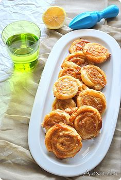 Tahinopitakia:Tahini pies with puff pastry. An easy and unique appetizer. Greek Desserts, Greek Recipes, Desert Recipes, Cypriot Food, Greek Pastries, Puff Pastry Recipes, Eat Dessert First, Mediterranean Recipes, Food Porn