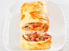 Pitsapannarirulla Kale Salad, Quinoa Salad, Lasagna, Feta, Healthy Snacks, Roast, Veggies, Food And Drink, Baking