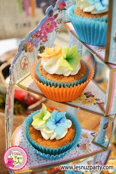 Cupcakes mesa dulce temática Surf - Surf themed Sweet table