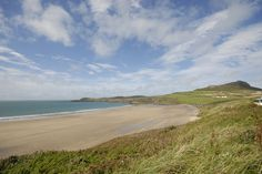 Magnificent Whitesands Bay is popular for surfing. https://www.qualitycottages.co.uk/aroundwales/whitesands-bay-pembrokeshire