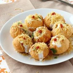 Tongue Tickling Dahi Batata Puri Chaat - Popular Indian Style Chaat Snack - Step by Step Photo Recipe of this Delicious Street Food (Fast Food) Indian Fast Food, Indian Snacks, Indian Food Recipes, Indian Foods, Indian Sweets, Yummy Snacks, Snack Recipes, Cooking Recipes, Yummy Food