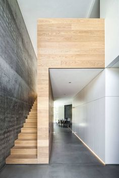 House h modern hall, hallway & staircase by zhac / zweering helmus architecture + consulting modern reinforced concrete Contemporary Stairs, Modern Hallway, Modern Stairs, Contemporary Architecture, Modern Wall, Minimalist Architecture, Contemporary Design, Architecture Design, Stairs Architecture