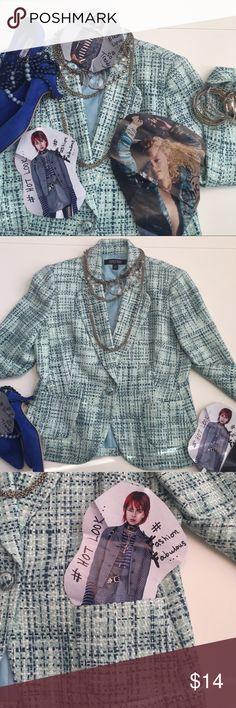 Kasper blue 💙 tweed blazer Kasper blazer, Sz 10, blue tweed, so trendy, blazers are all the RAGE! 1 button, 2 pockets and princess seaming, so slimming 💙 Kasper Jackets & Coats Blazers