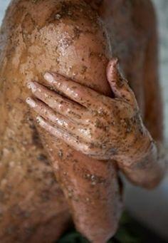 Не все женщины придают особенно много значения скрабу для тела, а зря. Польза от его использования колоссальная, причем не только для внешнего вида кожи, но и для здоровья. С сегодняшнего дня предлага...
