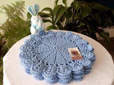 Sousplat feito à mão  Barbante de qualidade  O preço é por unidade  Aceito encomendas de outra cor  36 cm , cor azul bebê, usei barbante de qualidade 6