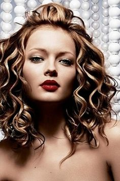 Summer Medium Length Hairstyles for Women  #hairstyles #womenhair.  Visit us at www.bhbeautycollege.com for information about our classes and services.