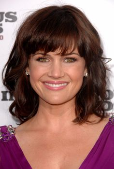 love this hairstyle Carla Gugino, Pretty Brunette, Brunette Hair, Mandy Moore Short Hair, Hair Issues, Short Grey Hair, Good Looking Women, Girl Crushes, Naturally Curly