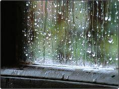 Decía mi padre, cuando decía y se acordaba bien de las cosas, que siempre que llueve, escampa, pero ahora… no llueve nunca ¿Y si no vuelve a llover nunca?… Escucho mientras escribo: Tiene que llover, tiene que llover a cántaros… suena y suena, pero sigue sin llover, y mientras la lluvia no caiga sobe nuestras cabezas, ni podremos cantar bailando bajo la lluvia, ni tendremos la calma después de la tormenta.
