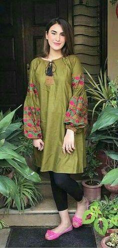 Miss Bushra Kakar Beautiful Pakistani Dresses, Pakistani Dresses Casual, Pakistani Dress Design, Kurti Designs Pakistani, Pakistani Frocks, Stylish Dresses For Girls, Stylish Dress Designs, Simple Dresses, Dress Indian Style