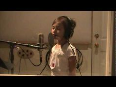Little Girl Sings Amazing Grace, Amazingly!       Just a a clear, great voice.  Her name is Rhema Marvanne        Yes, she can sing!  ++