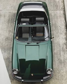 The Porsche 911 is a truly a race car you can drive on the street. It's distinctive Porsche styling is backed up by incredible race car performance. Porsche 911 Targa, Porsche Carrera, Porche 911, Porsche Cars, Porsche Classic, Vintage Porsche, Vintage Cars, Moda Rock, Mercedez Benz