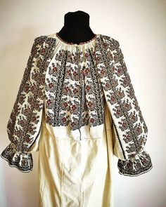 Folk Costume, Costumes, Folk Embroidery, Bell Sleeve Top, Traditional, Instagram Posts, Women, Ideas, Fashion