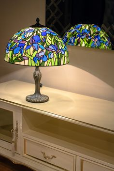 """Настольная лампа """"Ирисы"""", техника Тиффани, стекло, D-40 см. glassgo-lab.ru Stained Glass Lamps, Stained Glass Panels, Stained Glass Patterns, Tiffany Chandelier, Moroccan Lamp, Large Lamps, D 40, Tiffany Glass, Antique Lamps"""