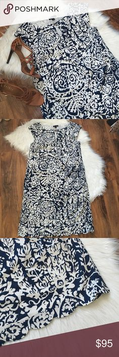 Lands' End Floral Scallop Hem Sheath Dress Excellent condition. On trend scallop hem and classic blue and white, nautical feel design. Pockets. Tear drop detail in the front. Slight cap sleeve. Offers welcome through offer tab. No trades. 10922161111 Lands' End Dresses