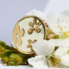 Flori, fluturi, natură, ce altă sursă de inspirație mai bogată decât aceasta să căutam?|#bijuterii #sabion #romania #natura #jeweler #jewelry #jewelrylover #instajewelry #nature #ékszerek #joyas #bijoux #takı #Schmuck #首饰 #首飾 #보석류#ювелирныеизделия #gioielli #مجوهرات #ジュエリー|Bijuterii cu suflet manufacturate în România.|