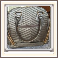 "Bronze Bag   NWOT Bag is 12"" by 12"" has multi compartments, zips at top and has side zip compartment. Double handle and shoulder strap with chain are also incorporated in this great bag. Used one time. 🎀🎀 no brand Bags Shoulder Bags"