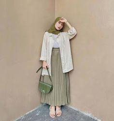 Modest Fashion Hijab, Modesty Fashion, Casual Hijab Outfit, Fashion Outfits, Hijab Style Dress, Dress Ootd, Moslem Fashion, Mode Hijab, Shops
