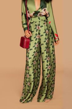 Fe Noel is a conceptual lifestyle brand created for the multifaceted woman that embodies a love for travel and style. Kimono Fashion, Fashion Sewing, Hijab Fashion, Fashion Outfits, Womens Fashion, Fashion Trends, Classy Outfits, Chic Outfits, Mode Kimono