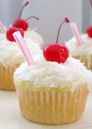 """""""These adorable and tasty Skinny Mom, Skinny Pina Colada Cupcakes are low fat and low calorie!"""""""