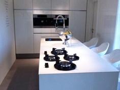 Solid White kitchen worktop by Erbi + PITT cooking