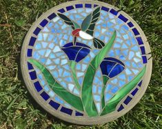 Hummingbird in Bloom 2 Stepping Stone Mosaic - Handmade Stained Glass and Concrete Stepping Stone - Round Stained Glass Designs, Stained Glass Projects, Stained Glass Patterns, Stained Glass Art, Mosaic Stepping Stones, Stone Mosaic, Mosaic Glass, Mosaic Birdbath, Mosaic Garden Art
