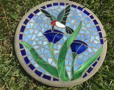 Hummingbird in Bloom 2 Stepping Stone Mosaic - Handmade Stained Glass and Concrete Stepping Stone - Round Mosaic Birdbath, Mosaic Garden Art, Mosaic Vase, Mosaic Birds, Mosaic Flowers, Mirror Mosaic, Mosaic Art Projects, Mosaic Crafts, Stained Glass Designs