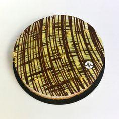 "Fantastik ""PistachoK'""  (Pistache, chocolat noir) French Patisserie, Pie Cake, Baking And Pastry, Happy Birthday Cakes, French Pastries, Pastry Cake, Plated Desserts, Food Presentation, Chocolates"