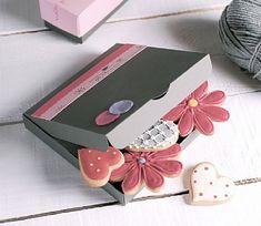 Caja para galletas, decorada con confeti y tiras de papel, ref. 2210_M