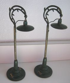 American Flyer street lamps dollhouse Good condition, some paint wear. 2 available, price is each. Other types in green metal available or a Bing Arc light.   eBay!