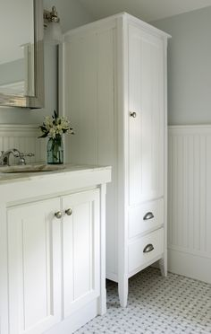 Freestanding cabinet instead of built-in traditional cabinets
