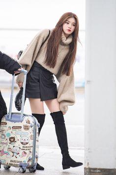 Korean Airport Fashion, Korean Girl Fashion, Blackpink Fashion, Kpop Fashion Outfits, Korean Outfits, Girl Outfits, Cute Outfits, Womens Fashion, 17 Kpop