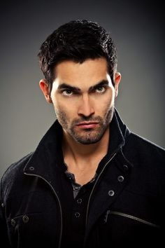 Tyler Hoechlin Teen Wolf Season 3 On-Set Interview. Tyler Hoechlin talks about Teen Wolf season the new set, his character dynamics, and more. Teen Wolf Derek Hale, Teen Wolf Mtv, Teen Wolf Cast, Tyler Hoechlin, Tyler Posey, Teen Wolf Season 3, Wolf Tyler, Charlie Carver, Dios