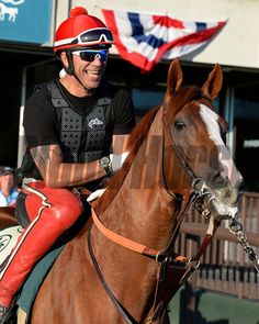 California Chrome waits in tunnel, looks around before going on track.  Anne M. Eberhardt Photo