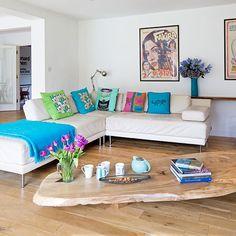 Moderne Wohnzimmer mit lebendigen Zubehör