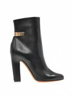 ジバンシー(Givenchy)ゴールドカラーのプレートがついたアンクルブーツ Gold-plate leather ankle boots 1