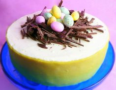 Herkullinen pääsiäispäivällisen päätös – limekakku pääsiäispöytään      #pääsiäinen #resepti #kakku