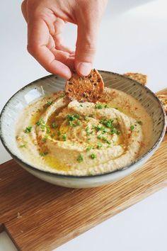 En enkel hummus som går snabbt att göra! Ett nyttigare alternativ till snack- eller buffébordet.
