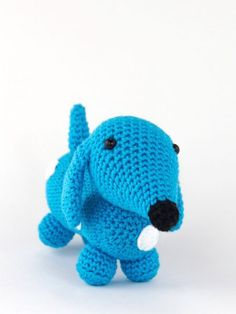 Dachshund Sam is crochet with coton and a mm crochet hook and is about 12 cm tall. ​This is a basic pattern. ​Crochet the dachshund in different colors and sew spots on te body. Just vary and you can make another little dachshund each time! Crochet Teddy, Crochet Yarn, Crochet Toys, Free Crochet, Amigurumi Patterns, Crochet Patterns, Spool Knitting, Crochet Pumpkin, Cute Toys