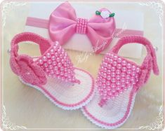 Crochet Baby Shoes With Tiny Rose Flower - Diy Crafts - maallure Crochet Baby Clothes, Crochet Baby Shoes, Crochet Slippers, Baby Doll Shoes, Baby Shoes Pattern, Baby Sewing Projects, Baby Hats Knitting, Baby Sandals, Crochet For Kids