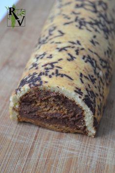 Ma première bûche qui n'est pas un roulé ! Et réalisée avec un moule à bûche maison ! J'ai d'ailleurs fait un petit tutoriel ici, donc au lieu d'acheter un moule qui encombre les placards, n'hésitez pas à le faire vous même ! Et en parlant de tutoriel,... Banana Bread, Desserts, Chocolate Log, Vegetarische Rezepte, Bon Appetit, Tailgate Desserts, Deserts, Postres, Dessert