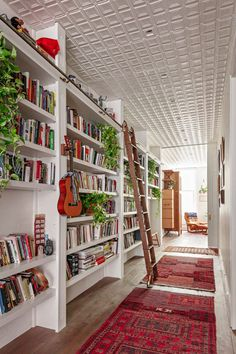 Kyle O'Donnell's Interiors Are as Impressive as His Star-Studded Client List - Introspective Home Library Rooms, Home Library Design, Home Libraries, Apartamento New York, New York Loft, Room Inspiration, Room Decor, Interior Design, Bookshelves