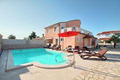 Villa Djana  Luxe villa op het platteland van Istrië met privé zwembad en grill airco wifi  EUR 990.13  Meer informatie  #vakantie http://vakantienaar.eu - http://facebook.com/vakantienaar.eu - https://start.me/p/VRobeo/vakantie-pagina