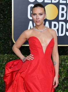 The Golden Globes Red Carpet Is One Fashion Moment After Another Valentino Gowns, Latest Hair Color, Vogue, Old Hollywood Glamour, Party Looks, Red Carpet Looks, Golden Globes, Red Carpet Fashion, Dress Making
