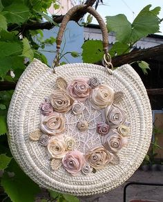 crochet bag...Please, Repin, Like & Comment. This is a lovely purse, made very well, the flowers smile with me.