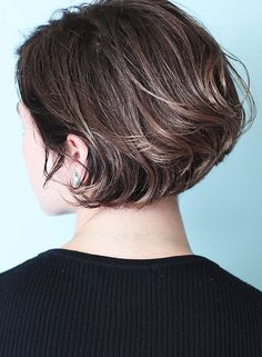 Short Grey Hair, Short Hair Cuts, Bob Hairstyles For Fine Hair, Cool Hairstyles, Short Haircut Styles, Haircut For Older Women, Hair Arrange, Hair Heaven, Love Hair