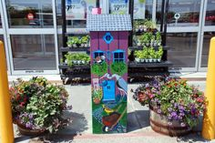 Over 50 birdhouses, ranging in size from 3 to 5 feet tall perch proudly in front of businesses all over town in honor of the thousands of birds who are drawn here every year by the wetlands of Cheyenne Bottoms. This tour will guide you with colorful descriptions written by the artists themselves. To receive a brochure with all the birdhouse locations and descriptions come by the Great Bend Convention & Visitors Bureau at 3007 10th St.