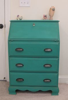 Annie Sloan Chalk Paint - Florence with dark wax.